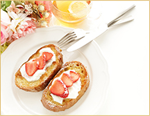 French Toast with yogurt and fruit topping